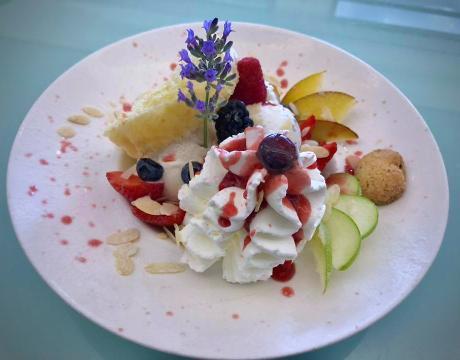 Piatto gelato servito al tavolo